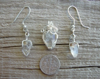 Set of natural crystals of topaz earrings and pendant