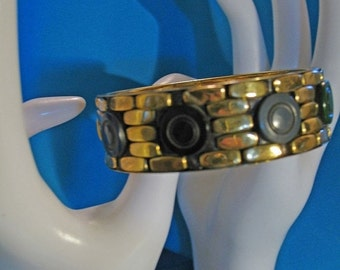 Vintage 1940s Deco Design Carved Bakelite and Brass Bangle Bracelet