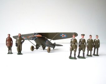 Britain's Set No. 436 US Monoplane with Pilot and 6 Air Craftsman / Pre War Vintage Hollowcast Lead Hand Painted / Exceptionally RARE / 1937