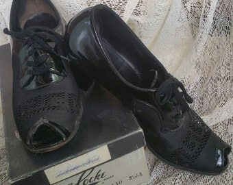 Vintage 1940s Black Patent Leather Peep Toe Mesh Shoes