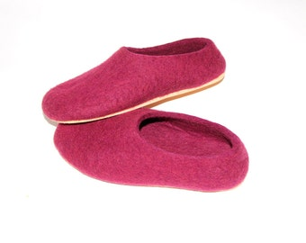 Dusty Cedar Wool Slippers, Burgundy Shoes, Womens Felted Slippers, House Shoes, Holiday Gifts, Felt Slipper, Gifts for Her
