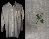 Men's XL 60s Shirt - 1960s White Mens Dress Shirt with Olde Fashioned Novelty Print - Clover Green Gent's Top Hat & Gloves - Chest 54 -34931