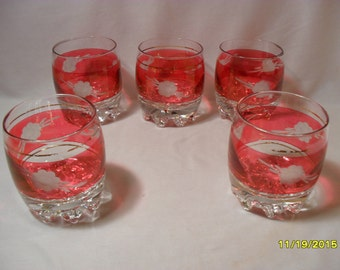 Set of 5 Vintage Cranberry and Clear Glass Etched Low Ball Bar Drinking Glasses