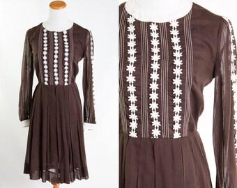 Vintage 1960s Brown White Daisy Dress // Long Sleeve Floral Appliqued Preppy Pleated Skirt 60s Shirt Waist Mod Boho Rockabilly Retro Preppy