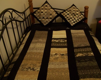 Black Tie Affair quilt with matching pillows