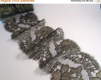 ON SALE Metallic Gold and Black Rose Pattern French Chantilly Lace Trim--One Yard