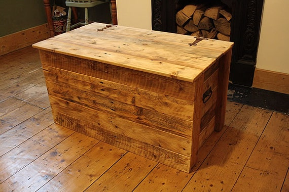 Rustic Trunk Chest Coffee Table Made With By Artepoveracrafts