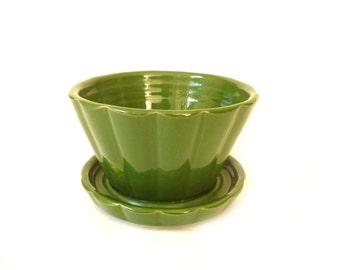 Vintage Small Green Shawnee Planter ... Flower Pot, High Gloss Pottery, Ribbed, Integrated Saucer, Shawnee 463, Pencil Holder, USA