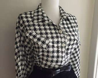 Flirty VINTAGE 1950s 1960s Black & White Houndstooth Plaid Button Down Long Sleeve Blouse Top