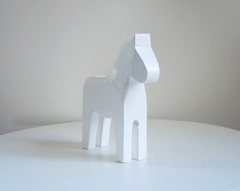 Swedish Dala Horse Decoration, White Dala Dalarma Horse, White Wash Wooden Horse Figurine, Customizable Horse, Photo Prop, Jewelry Display