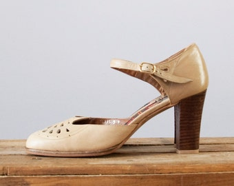 70s Vintage Leather Cut Out Round Toe Ankle Strap Wood Heel Pumps (9 N)