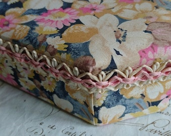 Charming vintage French textile covered chocolaterie confiserie bonbon box BELLE BROCANTE