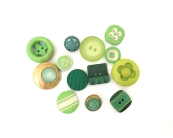 13 Assorted Vintage Green Buttons, 13mm, 25mm