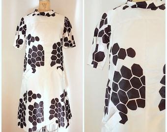 Vintage 1960s Mod Dress / Brown and White Honeycomb / Silk Sack Dress / Giraffe Pattern / Medium