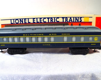 Lionel B&O Dining Car Light Up Interior Mint in Original Box