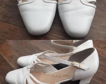 White hush puppies heel