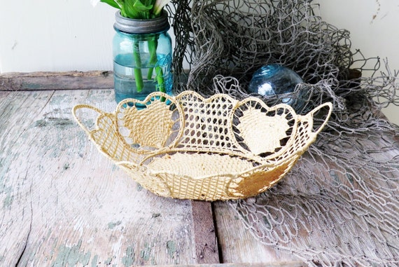 Basket Weaving O Que é : Vintage woven basket tight weave raffia hearts on metal by