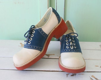 Vintage SADDLE OXFORD Loafers....sock hop. oxfords. retro. mod. lace ups. navy and white. designer. 1960s. oxfords. mad men. classic. 1950s