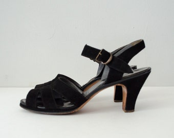 1940s vintage shoes / black suede sandals / Red Cross Shoes / size 7.5