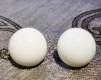 Milk Glass white Earrings,Vintage Art glass Earrings