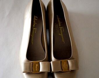 Ferragamo CHampagne Vara Pumps with Gold Bow Size 6.5B