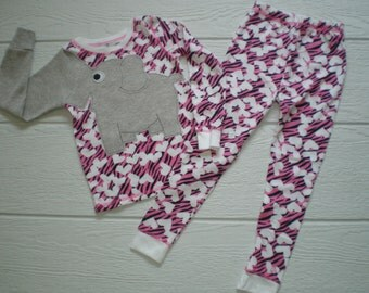 2pc thermal heart print set with elephant trunk sleeve, shirt and pants, pyjamas or longjohns, size girls 5T, bright PINK