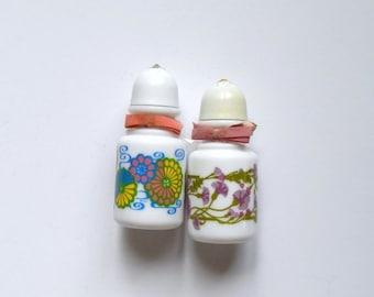 ON SALE Vintage Salt Shakers - Avon Shakers - Bath Salt Shakers - Mod Flower