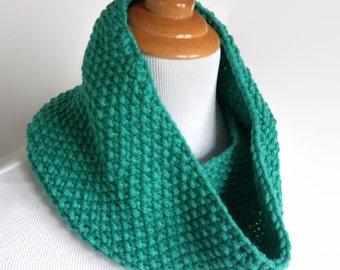 Green Knit Infinity Scarf, Mobius Scarf, Womens Winter Scarf, Green Neckwarmer, Knit Neckwarmer, Seedstitch Neckwarmer, Winter Scarf