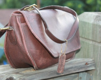 Vtg. womens Brown Leather Coach messenger cross body bag