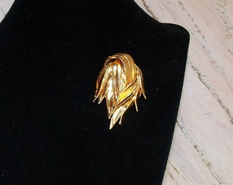 Brooch Gold Tone Abstract Bold Statement Swirl Swoosh Vintage Pin Jewelry Jewellery Unsigned Beauty Gift Guide Women