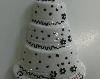 Keepsake personalized wedding cake ornament