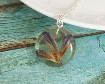 Blue Real dried Pressed Flower, Resin  rond Necklace,  blue  flower, transparent pendant