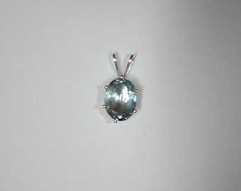 Oval Aquamarine pendant
