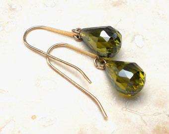 Vintage 14K Yellow Gold Olivine Briolette Dangle Pierced Earrings