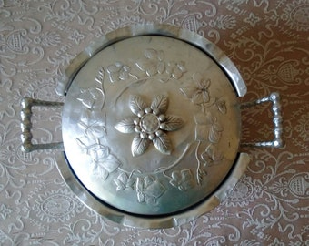 Metal Dish, Vintage Aluminum pan with Lid, Forged silver Serving dish, Pyrex holder