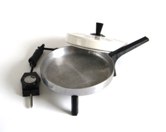 Hoover Electric Skillet B3031 Small Round Frying Pan 1970s Kitchen La Crepe Complete Crepe Maker