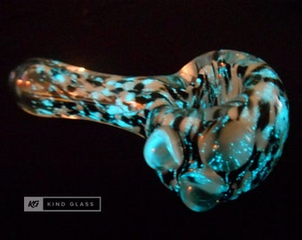 Glow in the Dark Pipe, Glass Pipe, Glass Pipes, Black Light, Tobacco Pipe, Smoking Pipe, Glow Pipe, Unique Pipes, Girly Pipes, Cool Pipe