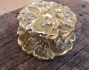 Bright gold coloured French Provincial knob with backplate / ornate gold knob with escutcheon