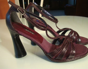High Heel Pumps US 7 M, Burgundy Leather, Made in Spain 1995-1996