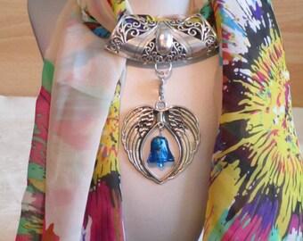 """Bijou pour foulard en métal argenté """"Un gros coeur en métal argenté avec une clochette en véritable Murano"""