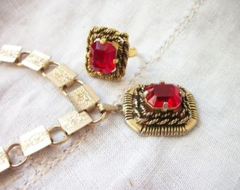 Red Rhinestone Adjustable Ring and Pendant Necklace Sarah Coventry ~ Antiqued Gold Tone Set