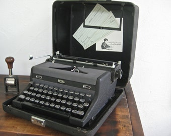 40s Royal Quiet DeLuxe portable typewriter ~ Ernest H's weapon of choice
