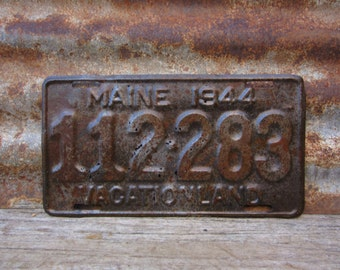 Antique Maine License Plate 1944 Vacation Land War Year Rusted Distressed Patina Rusty Metal License Plate Tag Garage Man Cave Car Truck
