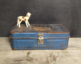 Metal Box with Handle - Rusty Blue Metal Tool Box - Cabin Decor - Vintage Tackle Box
