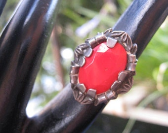 Sterling silver art deco ring - red glass centre, floral style band