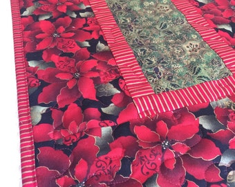 Christmas Poinsettia Table Runner Quilt - Art Deco Look