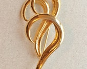 80s 90s vintage over-sized gold tone metal brooch with abstract modern triple question mark shape