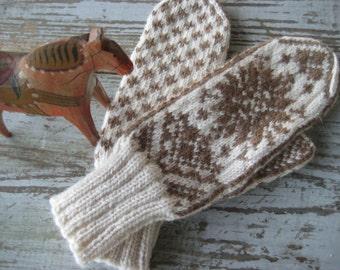 Handknit Mittens in Scandinavian Design CATE