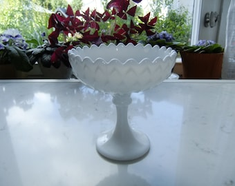 Vintage Swedish Mid Century Opalin glass bowl on foot - Scale-like pattern