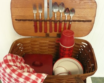 SET Vintage Woven Wood Picnic Basket W/ Red & White Enamelware Dishes, Thermos, Red Bakelite Flatware, Sandwich Box, Tablecloth, Jerywil